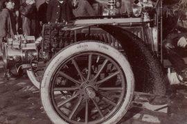 Pneu de 1905 pendant le concours de la roue à Puteaux